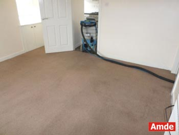 empty samll office room carpet cleaning - Lonahead